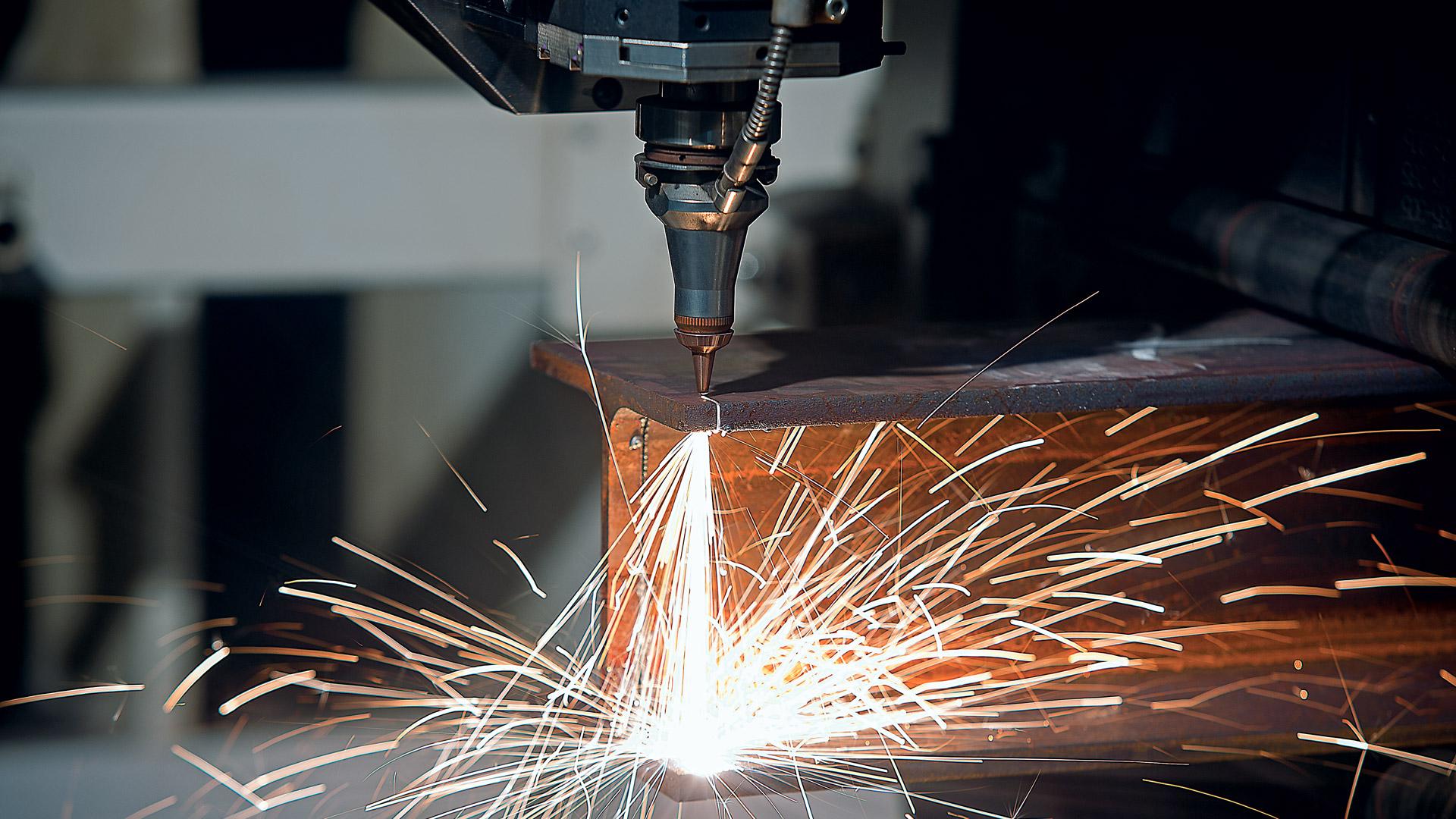Taglio laser travi acciaio CMM