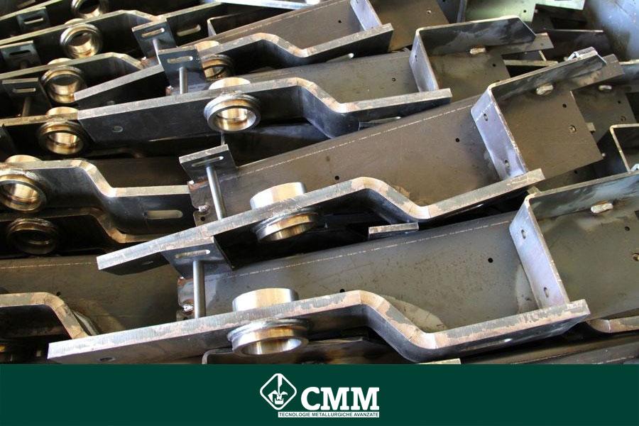 montaggio pezzi metallo